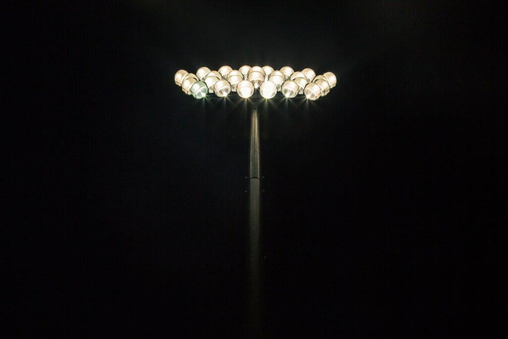 multiple bulbs glowing outside on a floodlight stand